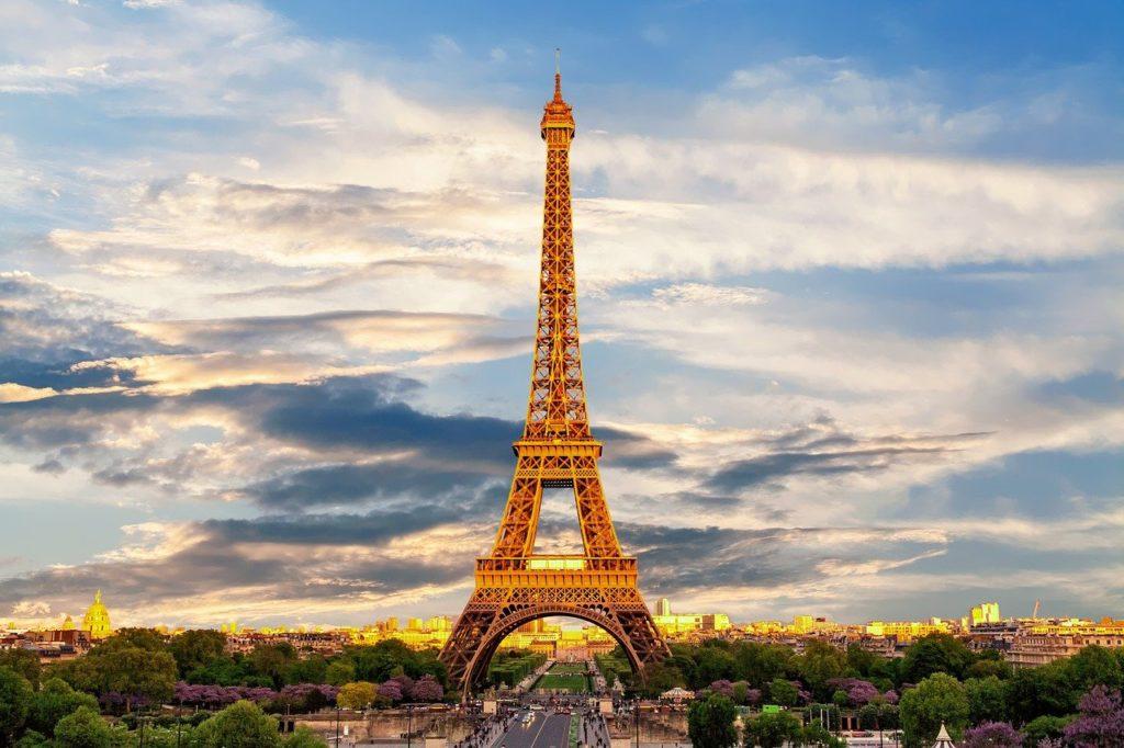 LAY Z SPA Paris in Anlehnung an die Stadt der Liebe